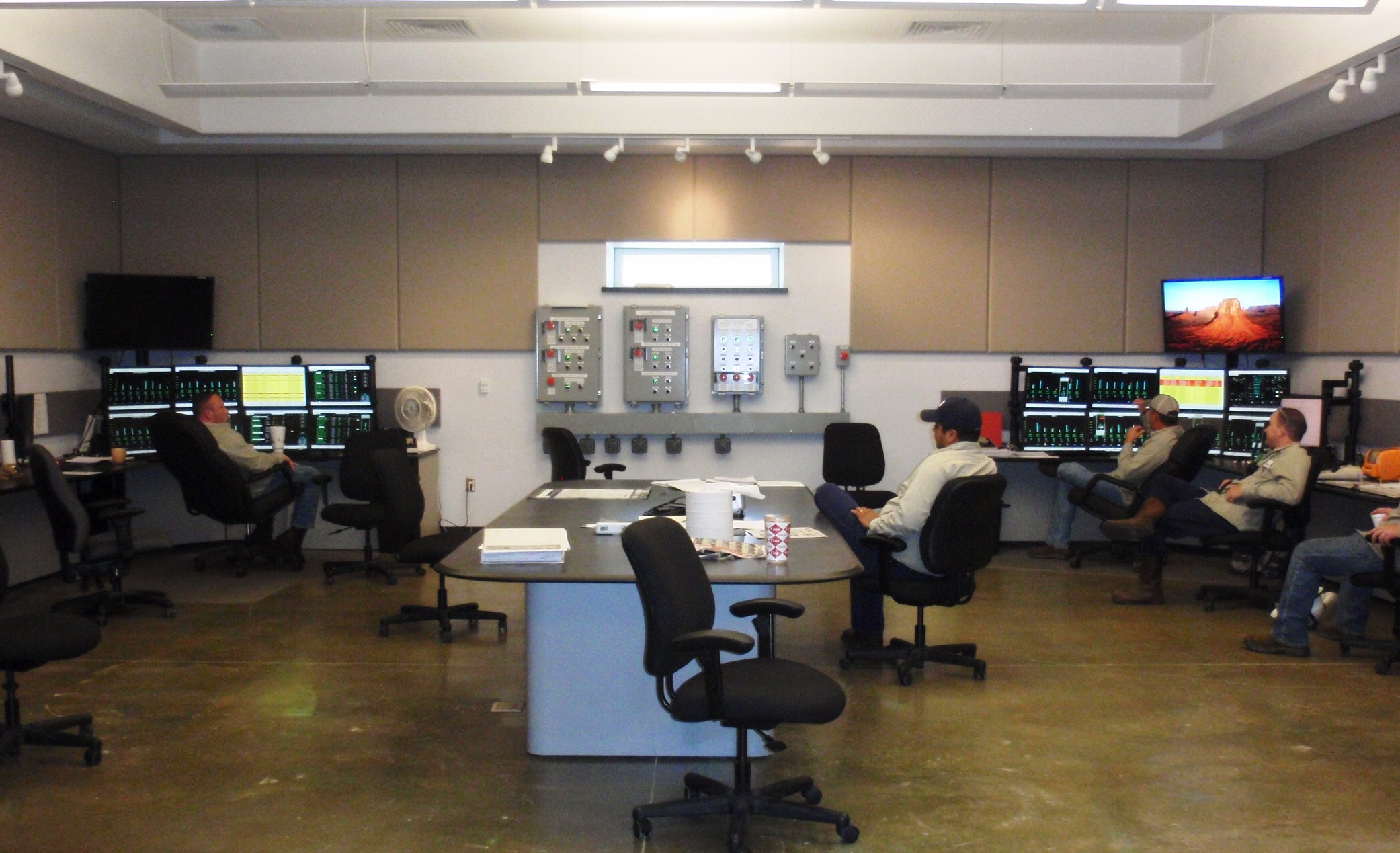 Fabulous Iad Architects Si Group Cb4 Control Room Largest Home Design Picture Inspirations Pitcheantrous